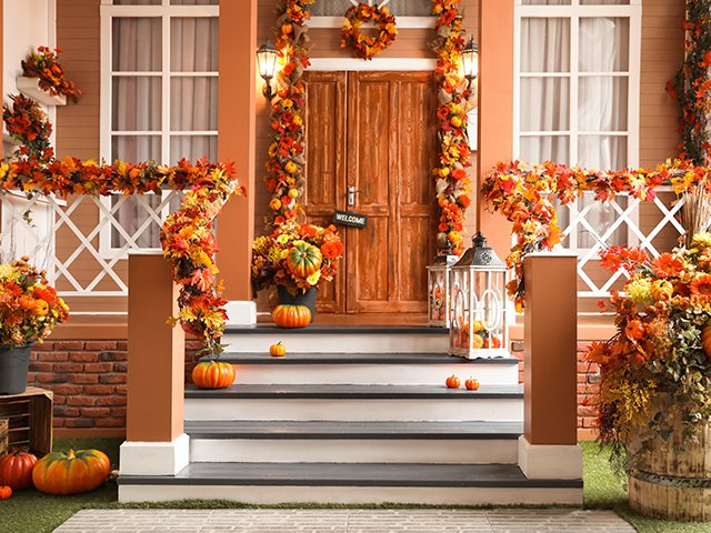 Halloween decorations house.jpg
