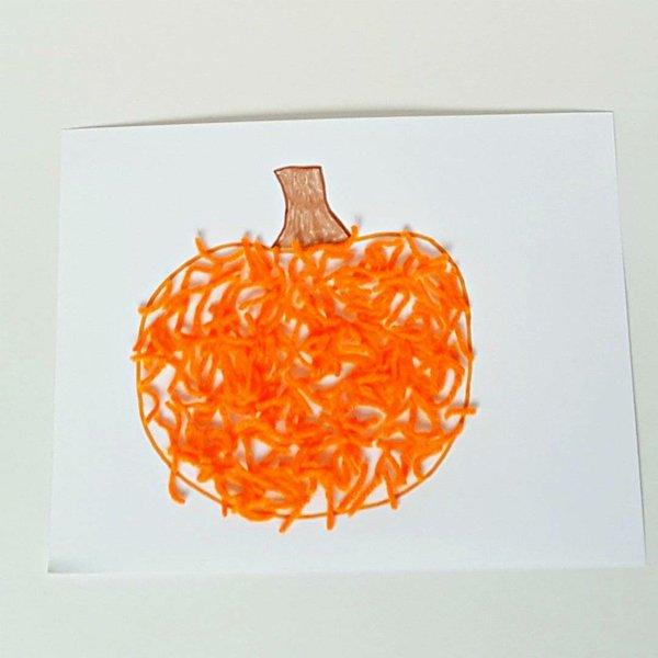 Yarn-pumpkin-craft-for-toddlers.jpg