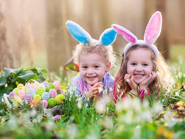 Children in bunny ears