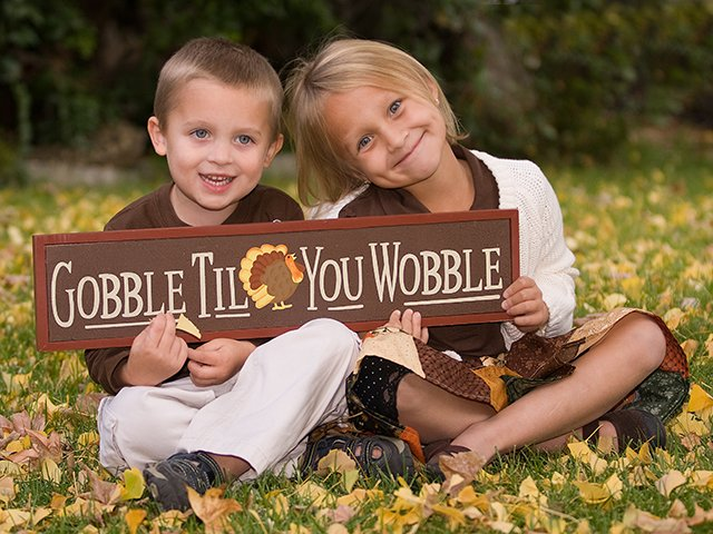 children with Thanksgiving sign